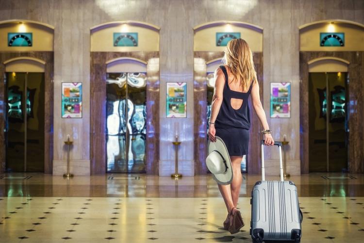 flexyPage Multimedia Display am Aufzug in einem Hotel zur Besucherbegrüßung