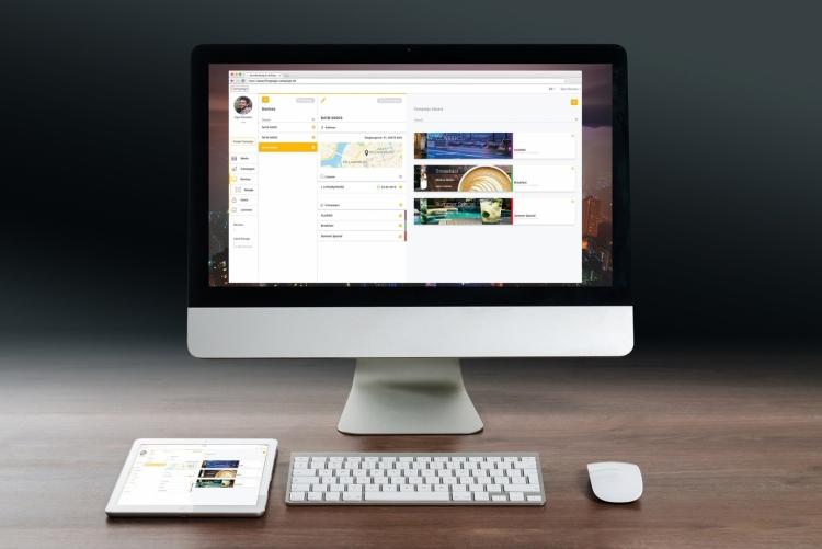Webbasierte Software zur Konfiguration eines flexyPage Displays auf dem Laptop oder Tablet